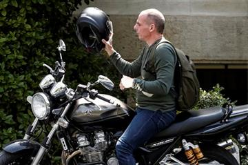 Varoufakis on peak time of negotiations arriving at Maximos Mansion  to inform Greek PM for the updates